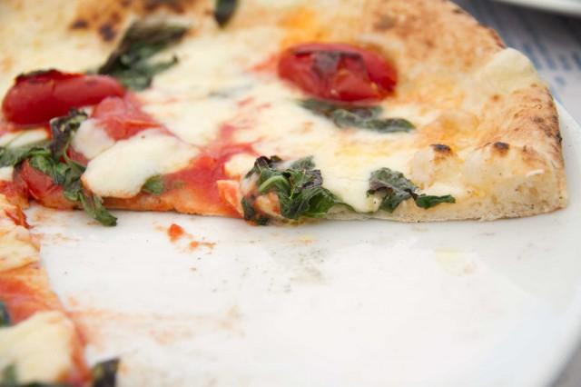 taglio pizza corbarino Lievito Madre Napoli