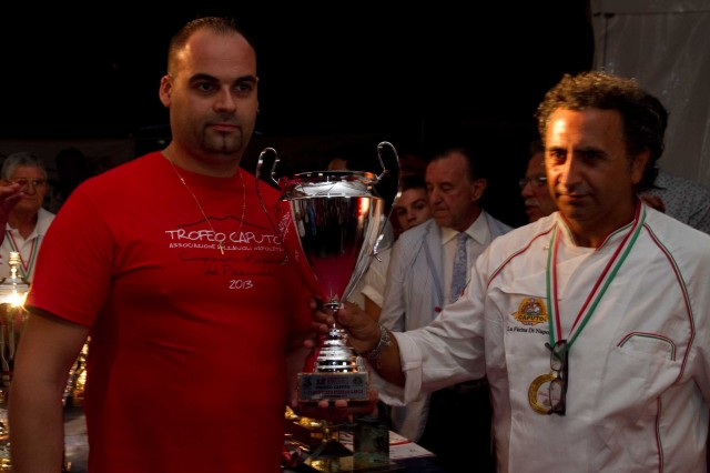 Daniele-Pasini-pizza-larga-Campionato-Mondiale-Pizza