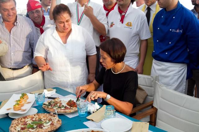 ministro de girolamo assaggia parmigiana