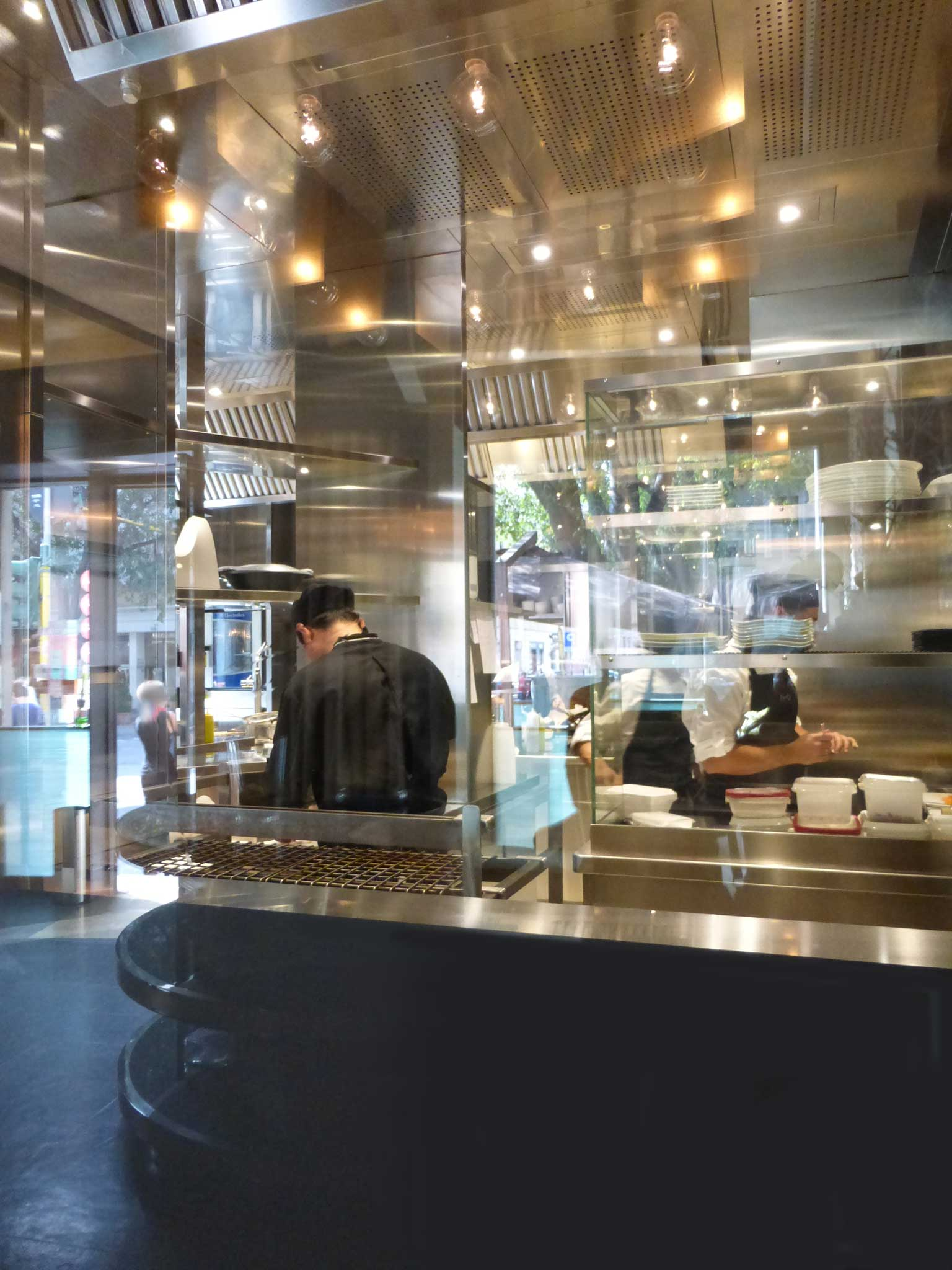 Milano il ristorante iyo e il menu con il robatayaki bbq giapponese - Ristorante cucina milanese ...