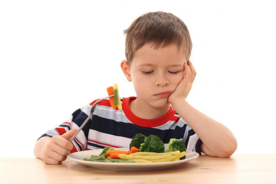 bambino mangia vegetariano