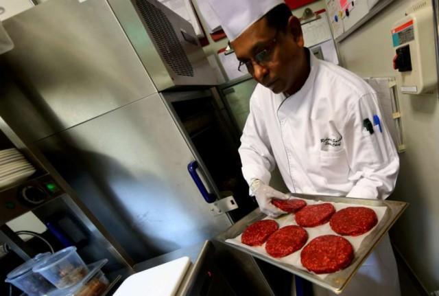 hamburger di cammello in preparazione