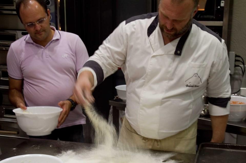 preparazione per spianare la pizza di Gabriele Bonci