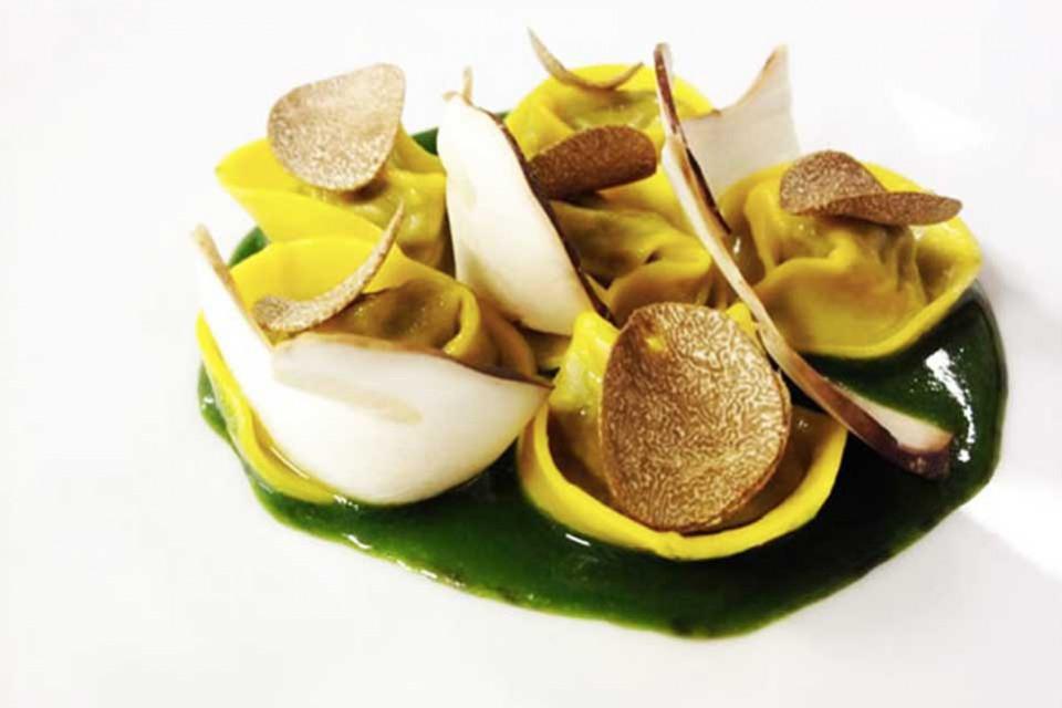 Castello di Fighine, tortellini ripieni di funghi con succo di prezzemolo e tartufo
