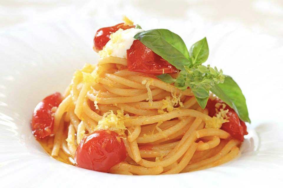 Oseleta Elogio al pomodoro, Spaghettone, pomodoro del piennolo, burrata, limone di Amalfi