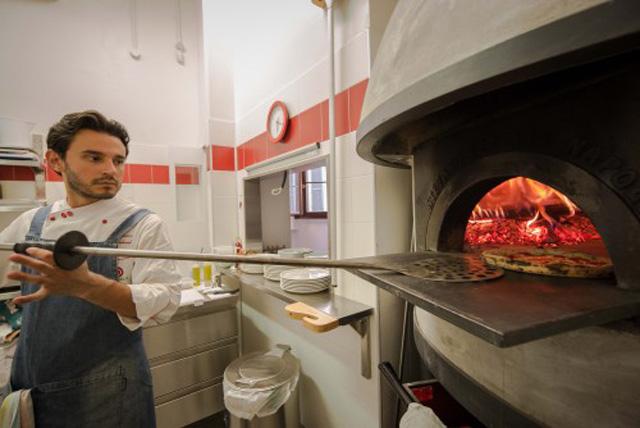 Simone Lombardi pizzaiolo