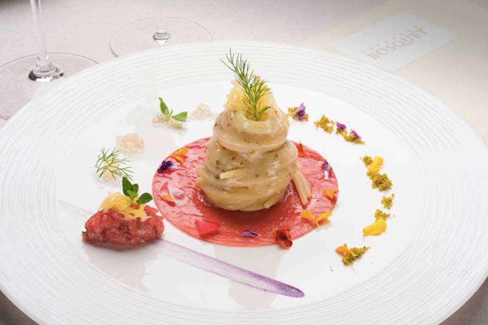 Terrazza Busquet, spaghettone di Gragnano con alici, finocchi, tartare di tonno e limone candito