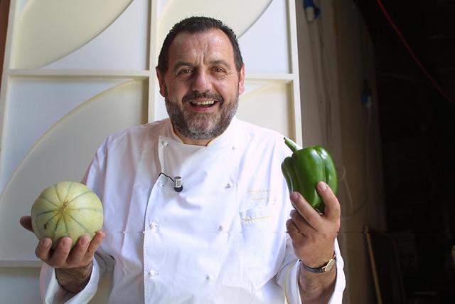 «Убить всех веганов»: итальянский шеф-повар рассердился на противников поедания мяса