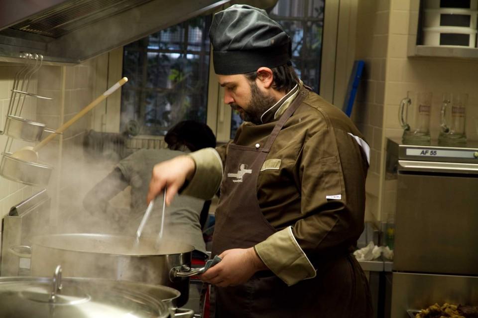stefano in cucina del trapizzino