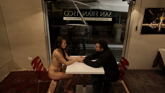 Eleonora Massa nudi al ristorante