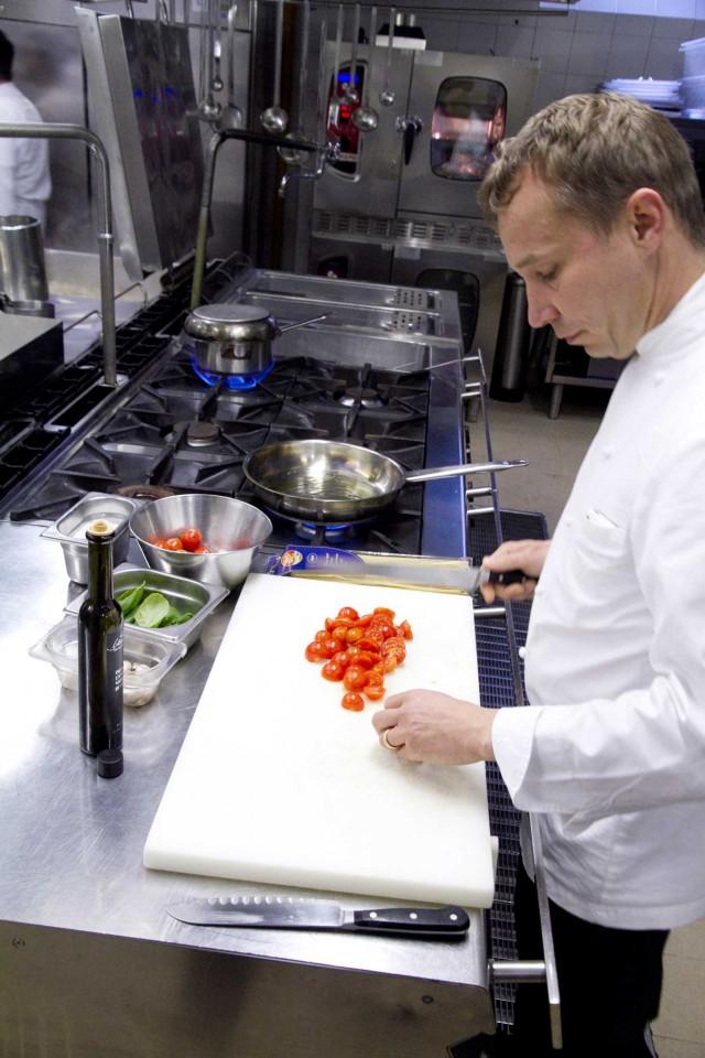 Oliver Glowig in cucina