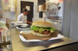 Milano. Mu, la nuova hamburgeria che vuole accontentare vegetariani e celiaci