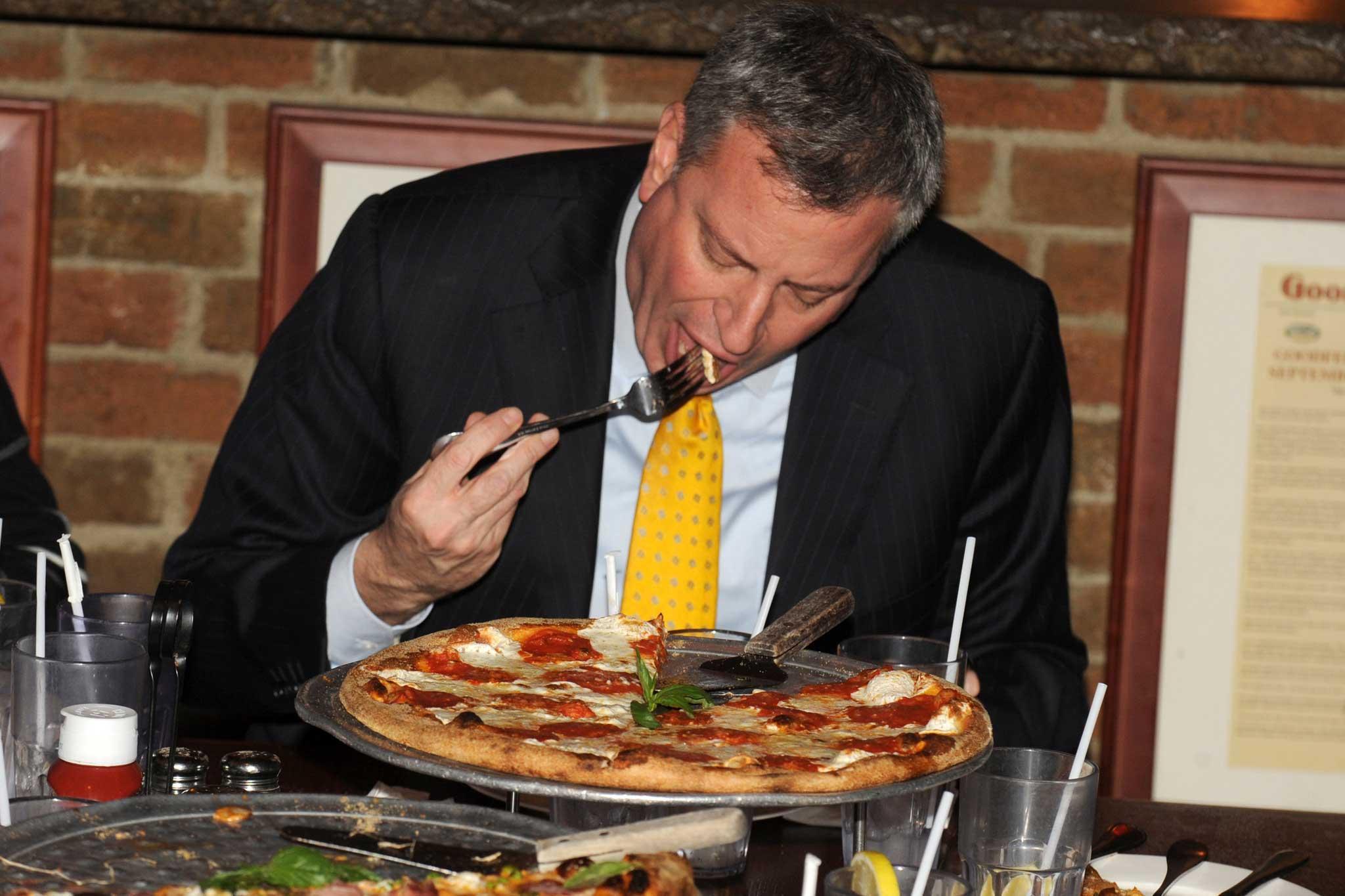 il sindaco de Blasio e la pizza