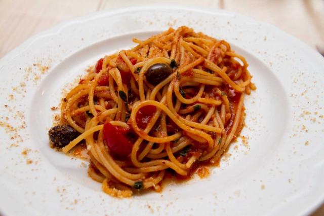 spaghetti con alici di menaica