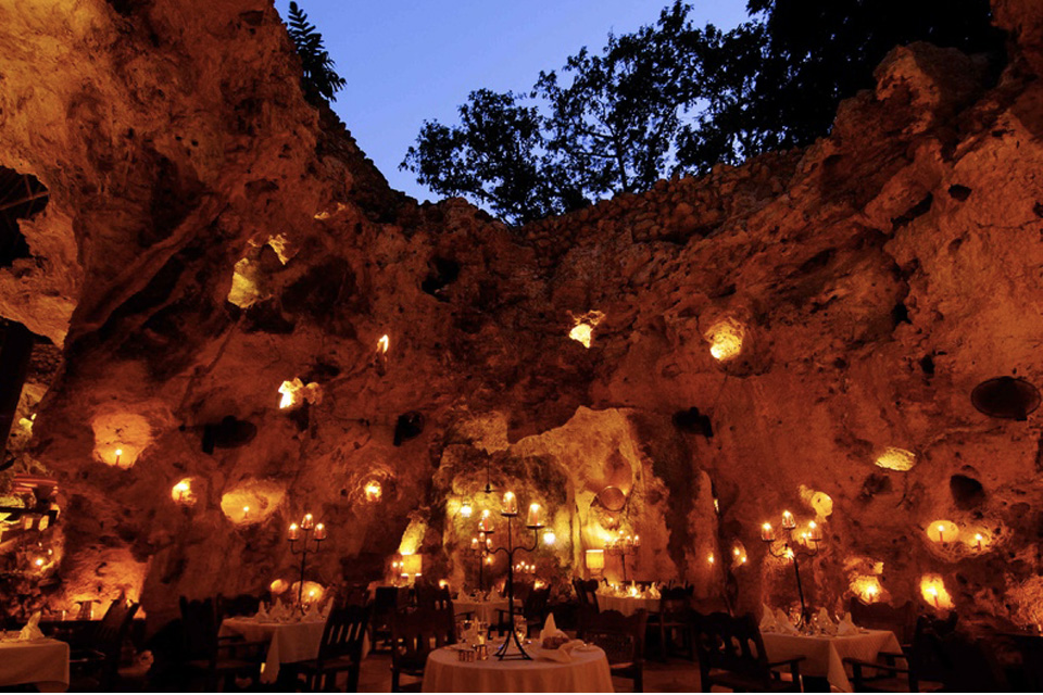 restaurant_cavern_africa