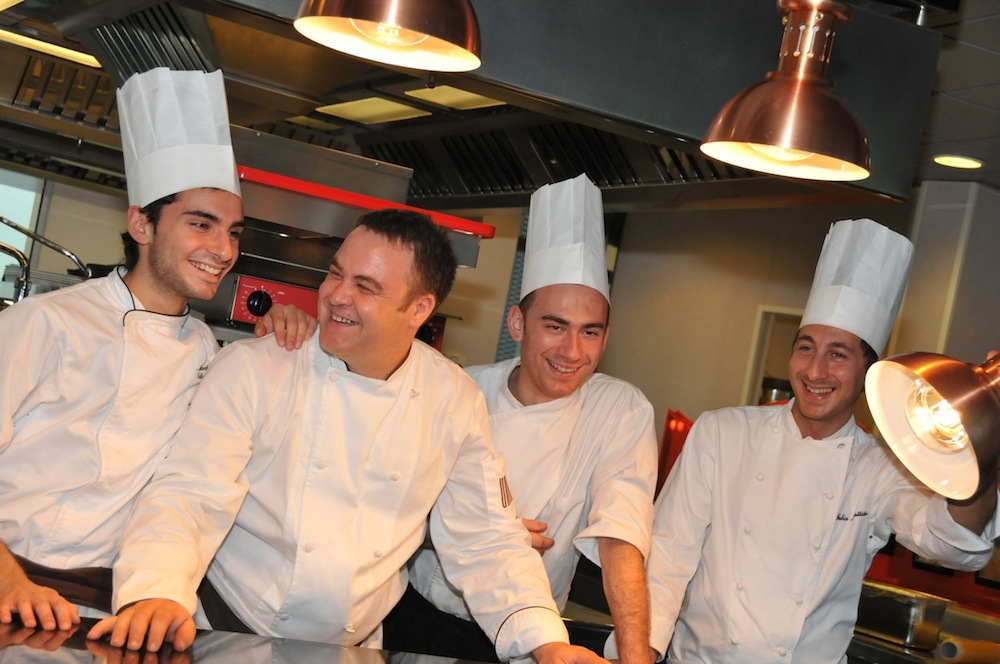 qualities of an executive chef I am currently looking to hire a sous chefthis sous chef would  sous chef: responsibilities and qualities  as capable as the executive and that the exec.