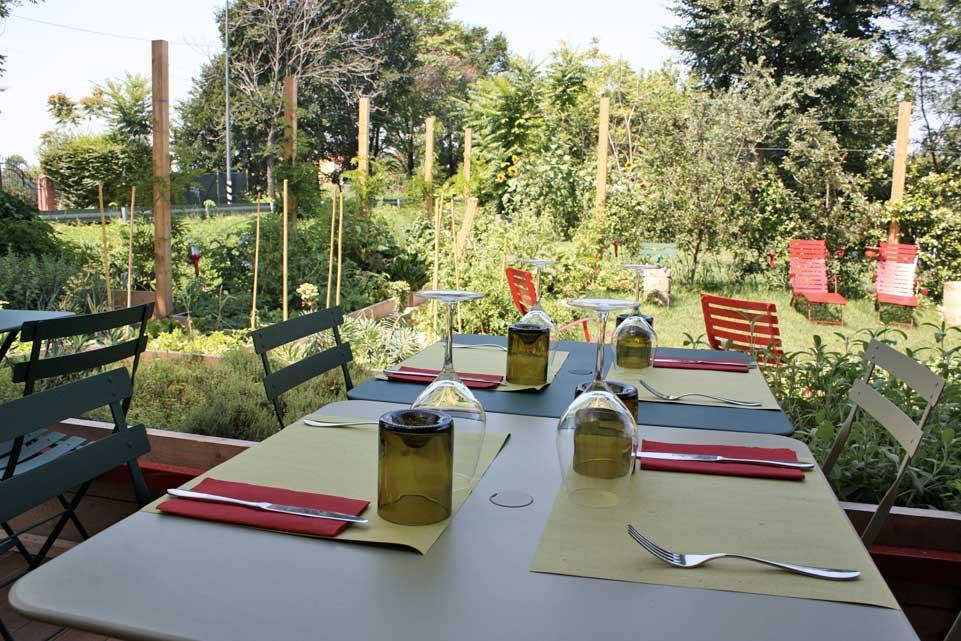 Milano 10 ristorant con giardino per mangiare all 39 aperto for Laghetto per papere
