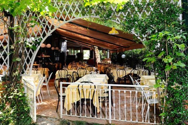 Milano 10 ristorant con giardino per mangiare all 39 aperto for Ristorante della cabina di campagna