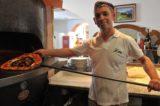Vegetariana a 7,70 €: ecco la pizza Berlusconi a Cesano Boscone