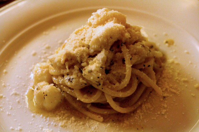 spaghetti cacio pepe baccalà