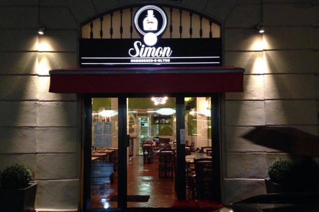 sir simon hamburger milano