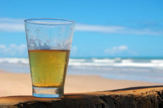 birra sulla spiaggia