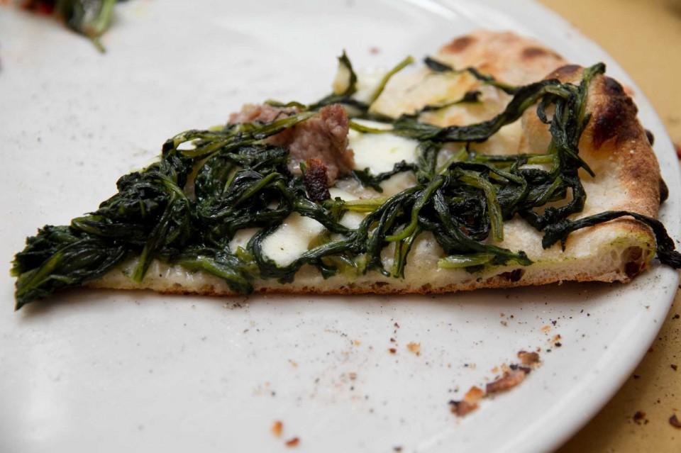 fetta pizza salsiccia