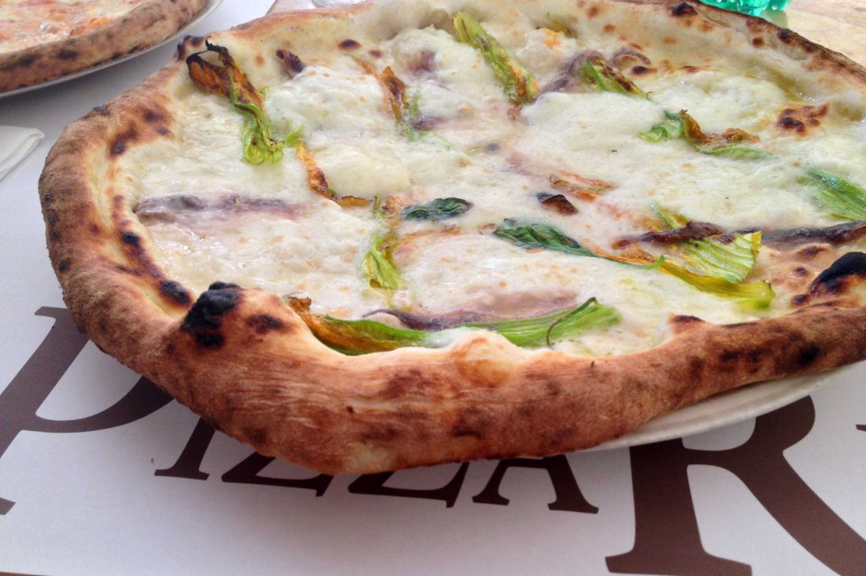 pizza napoletana fiori di zucca
