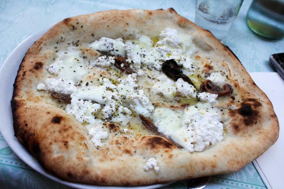 pizza Napoli ricotta
