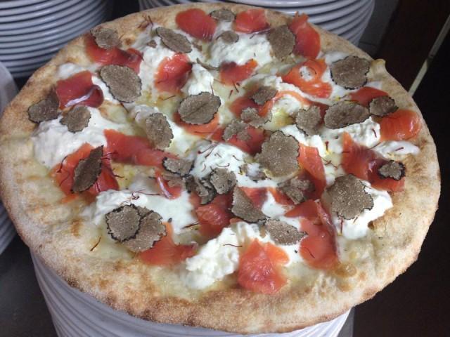 pizza tartufo burrata