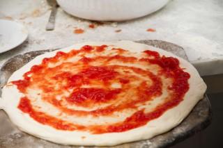 preparazione pizza