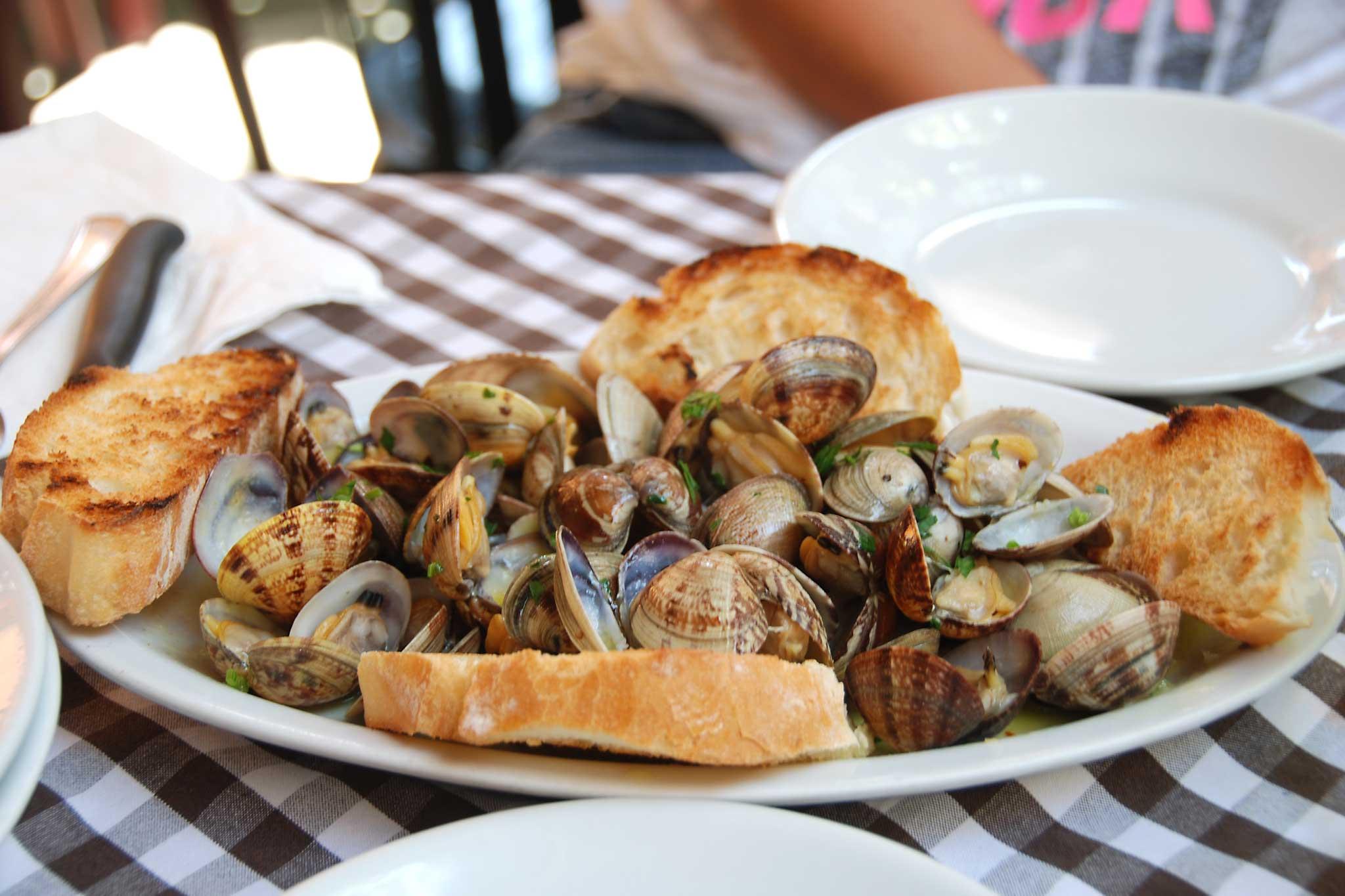 sautè di vongole al ristorante Eughenes in costiera sorrentina