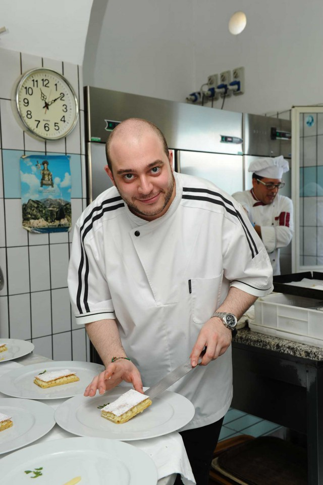 Francesco Guida prepara
