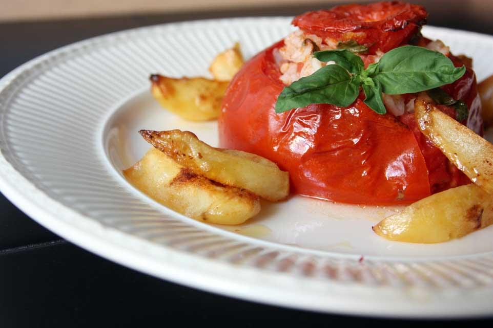 menu di ferragosto in spiaggia: pomodori riso