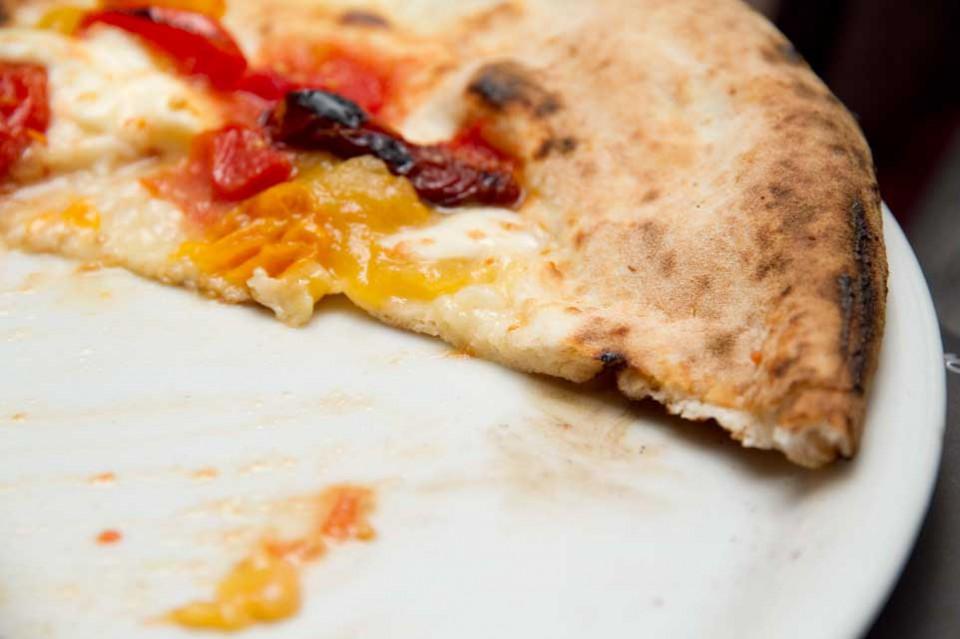 cornicione pizza tre pomodori