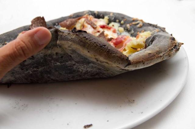 cottura pizza nera