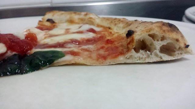 impasto pizza margherita cornicione