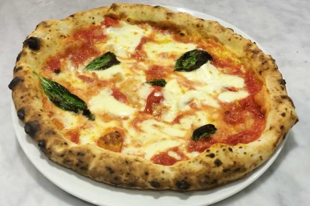 pizza Margherita Sorbillo Duomo