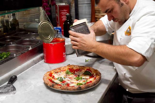 formaggio su pizza margherita