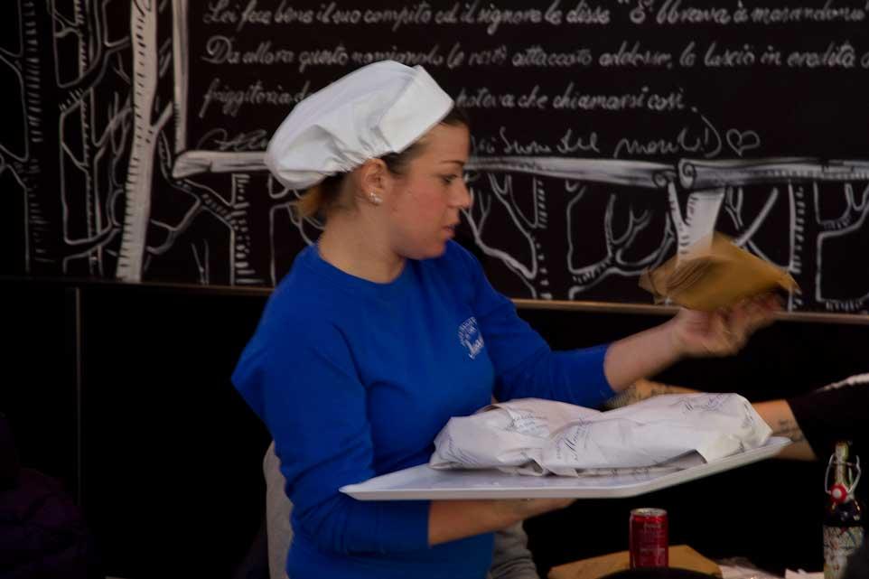 servizio pizza fritta Napoli