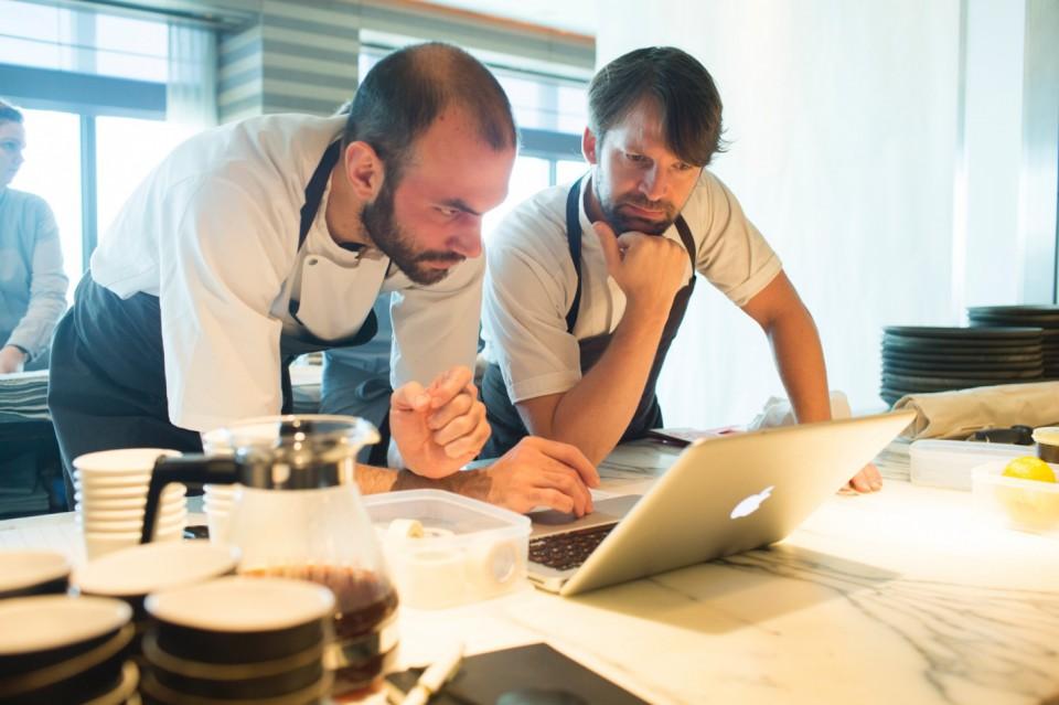 Daniel Giusti e René Redzepi discutono della guest list