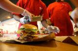 Hamburger di qualità. Cercasi direttore per ristorante no fast