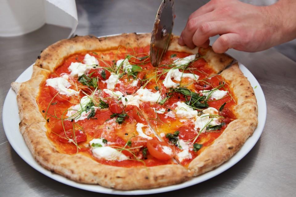 pizza Nino Di Costanzo Palazzo Petrucci