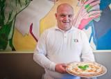 Che pizza fa Enzo Cacialli che da figlio del Presidente si avvia a diventare pizzaiolo del Papa (unofficial)