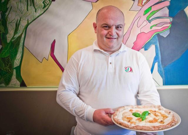 Enzo Cacialli e la pizza del Papa