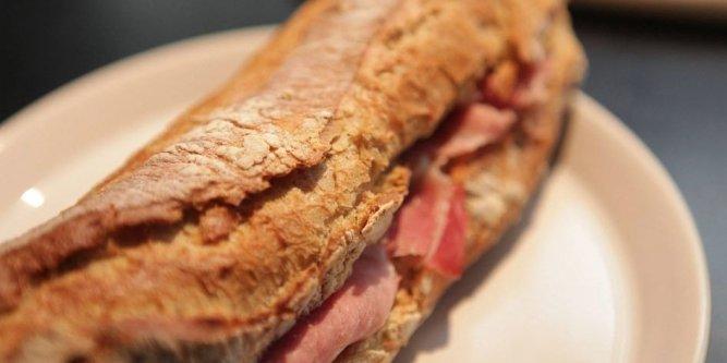 Pane fatto in casa baguette