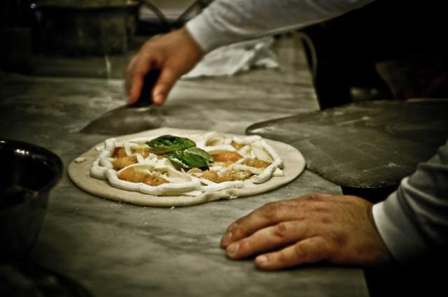 pizza del Papa preparazione