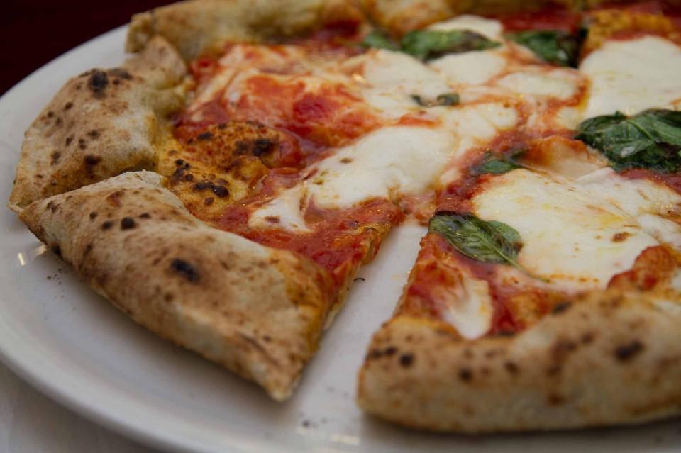pizza margherita taglio