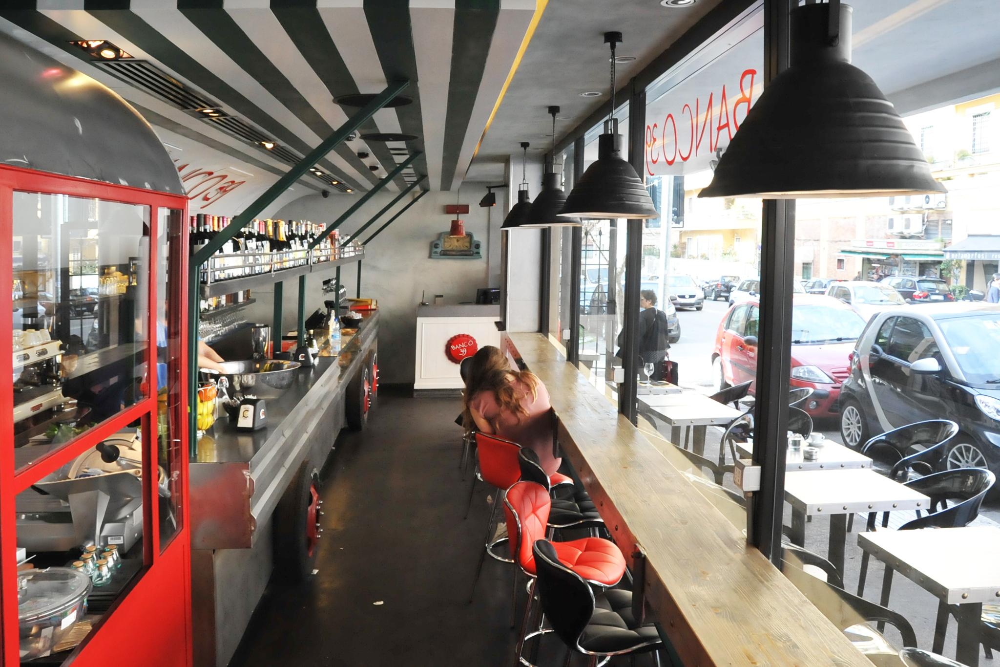 Roma apre banco 39 street food con hamburger e prosciutto for Fritti romani