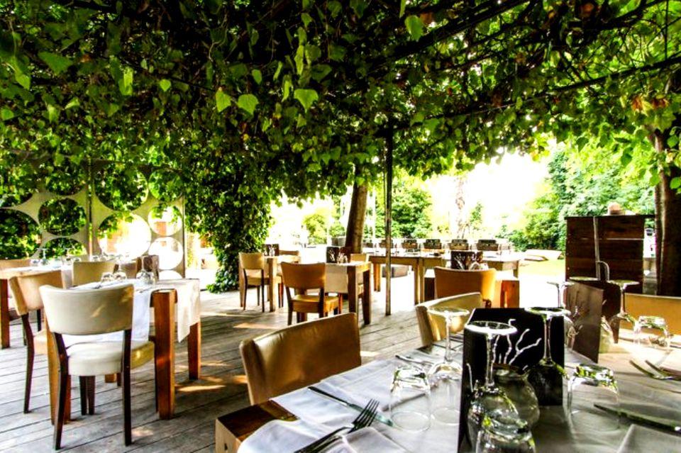 Ristoranti milano 20 tavole con giardino per mangiare all for Ristoranti di design